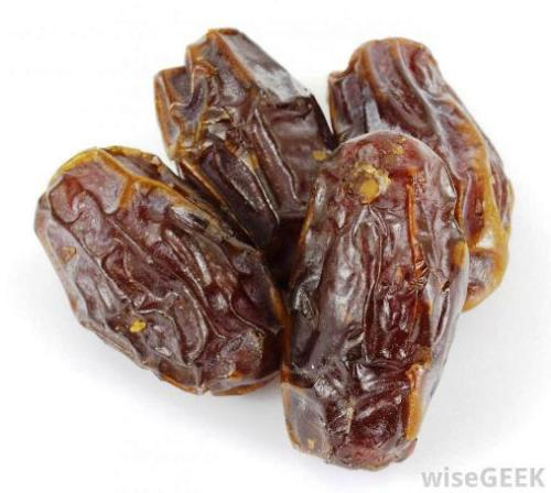 dried-date-fruit