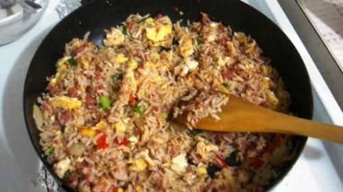 masak nasi goreng konfrontasi-com
